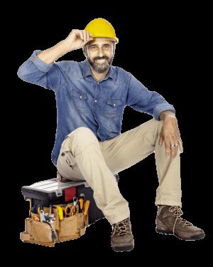 Homem sentado na caixa de ferramentas